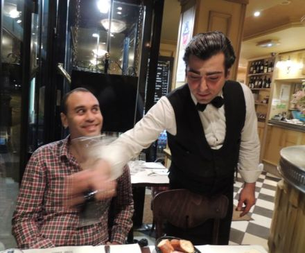 Paris_Dodgy_waiter