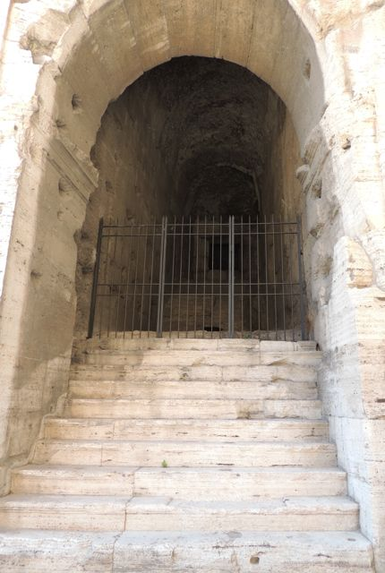 Rome4_Colosseumstairs2